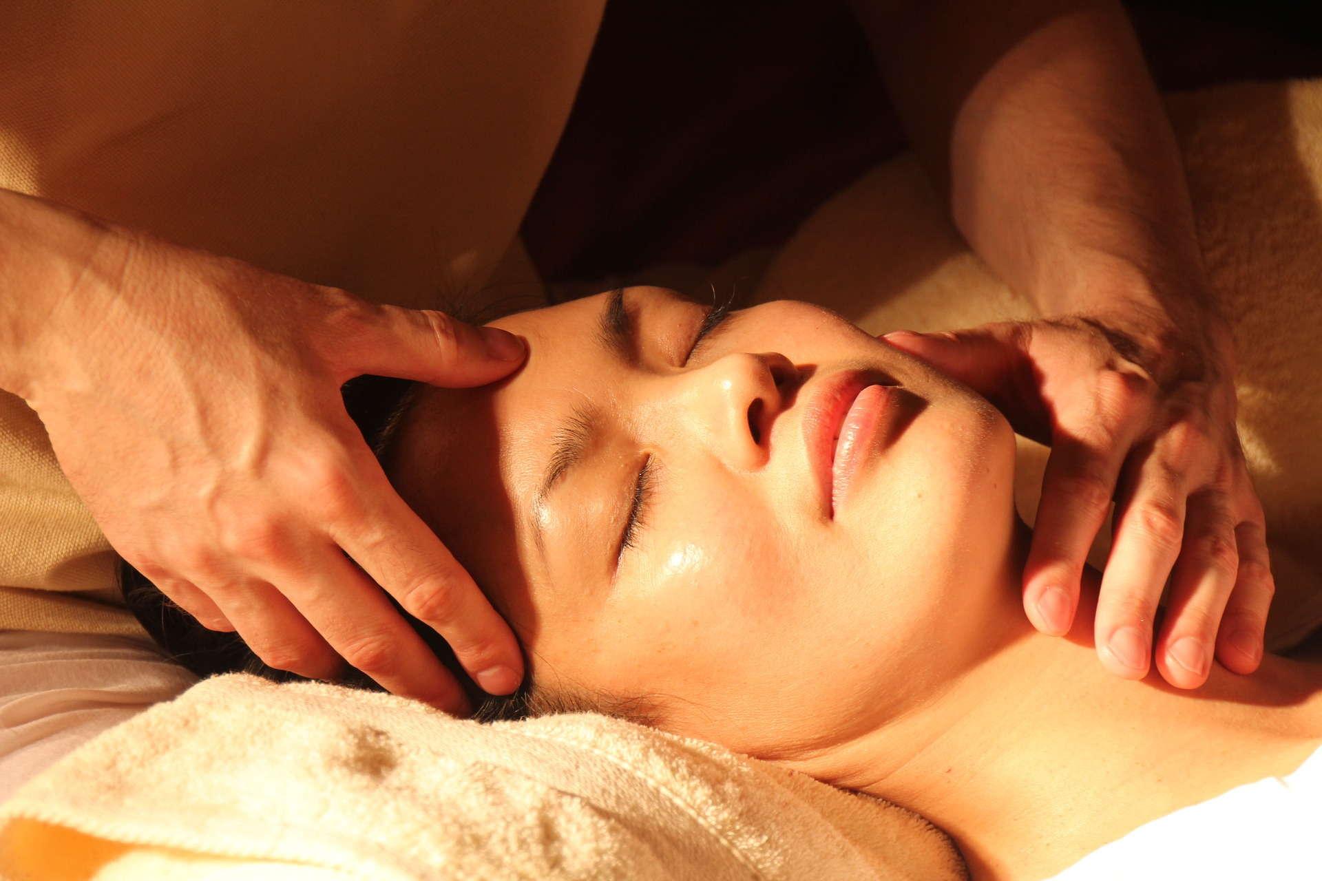 massage 1929064 1920 - Maski w płachcie podbijają serca Polek!